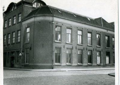 3. 3 Van Tuldenstr. 25 - 27 590925 volgnr. 1345 voor- en kopgevel voor de verbouwing in 1959-1961